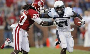 Utah State's Derrvin Speight (21) runs past Oklahoma's Quinton Carter (20) during the first half of the college football game between the University of Oklahoma Sooners (OU) and Utah State University Aggies (USU) at the Gaylord Family-Oklahoma Memorial Stadium on Saturday, Sept. 4, 2010, in Norman, Okla.   Photo by Chris Landsberger, The Oklahoman