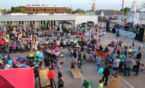 The crowd waits for the next music act at Heard on Hurd. [PHOTO BY DOUG HOKE, THE OKLAHOMAN]
