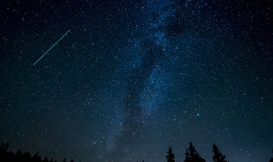 You can see a double meteor shower with up to 2 dozen