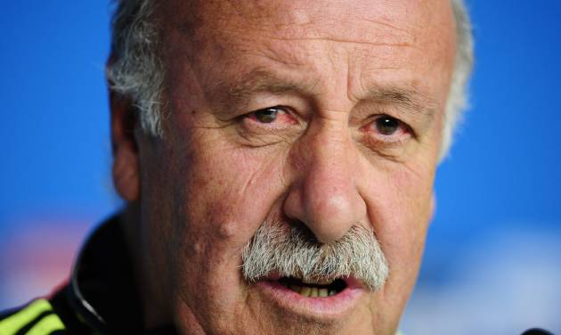 Spain's head coach Vicente del Bosque speaks during an official press conference the day before the group B World Cup soccer match between Spain and Australia at the at the Arena da Baixada stadium in Curitiba, Brazil, Sunday, June 22, 2014. Spain will play in group B of the Brazil 2014 World Cup. (AP Photo/Manu Fernandez)