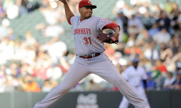 Cincinnati Reds starting pitcher Alfredo Simon throws in the first inning of a baseball game against the Colorado Rockies on Thursday, Aug. 14, 2014, in Denver. (AP Photo/Chris Schneider)