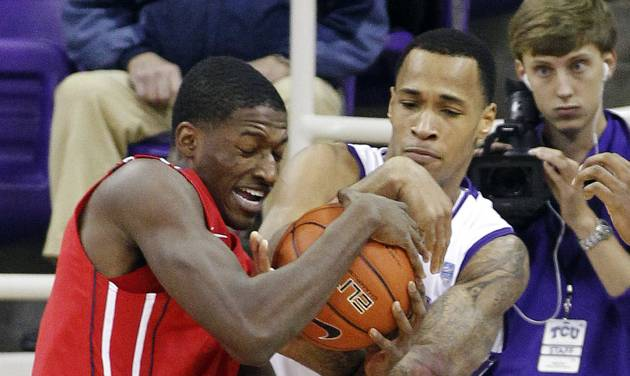 TCU's Garlon Green, right, tries to strip the ball from Houston's Mikhail McLean during their NCAA college basketball game, Tuesday, Dec. 4, 2012, in Fort Worth, Texas. Houston won 54-48. (AP Photo/The Fort Worth Star-Telegram, Ron T. Ennis)  MAGS OUT; (FORT WORTH WEEKLY, 360 WEST); INTERNET OUT