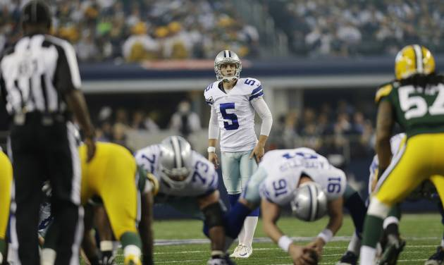 Dallas Cowboys kicker Dan Bailey (5) prepares to kick a field goal against the Green Bay Packers during the first half of an NFL football game, Sunday, Dec. 15, 2013, in Arlington, Texas. (AP Photo/Tim Sharp)