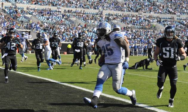Detroit Lions running back Mikel Leshoure (25) runs past Jacksonville Jaguars middle linebacker Paul Posluszny (51) on an 8-yard touchdown during the first half of an NFL football game, Sunday, Nov. 4, 2012, in Jacksonville, Fla. (AP Photo/Stephen Morton)