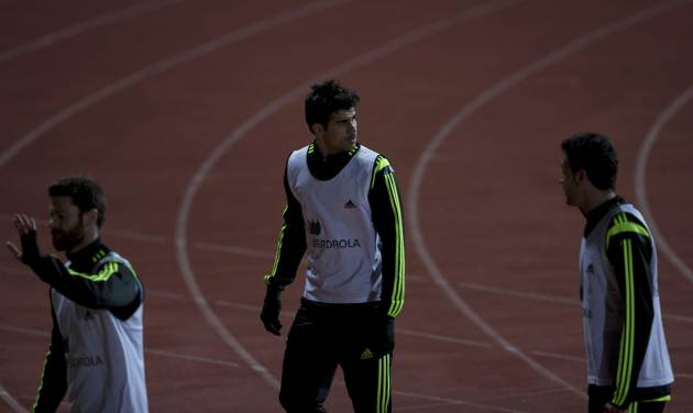 Spain's Diego Costa, centre leaves his first training session with Spain in Madrid, Monday March 3, 2014. Spain will play Italy Wednesday in a friendly soccer match. (AP Photo/Paul White)