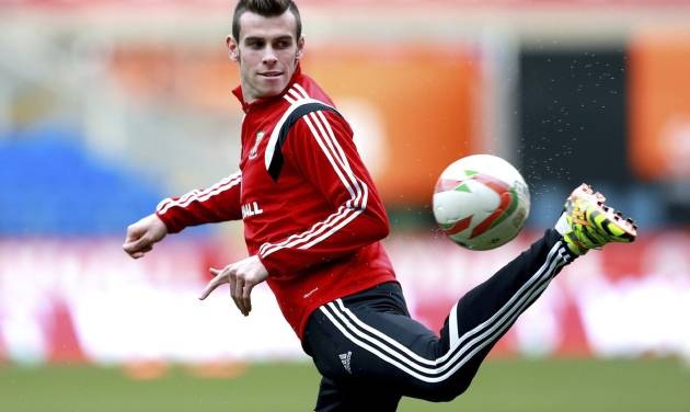 Wales' Gareth Bale during a training session with other members of the Wales soccer team at The Cardiff City Stadium, Cardiff, Wales, Tuesday March 4, 2014. Wales will play Iceland in a friendly soccer match Wednesday. (AP Photo/David Davies, PA) UNITED KINGDOM OUT - NO SALES - NO ARCHIVES