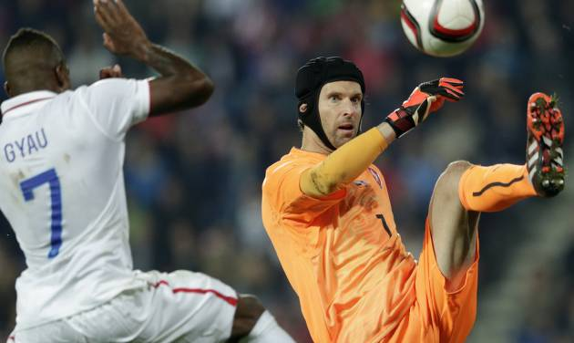 Joe Gyau of the U.S, left, challenges Czech Republic's goalkeeper Petr Cech, right, during their friendly soccer match in Prague, Czech Republic, Wednesday, Sept. 3, 2014.  (AP Photo/Petr David Josek)