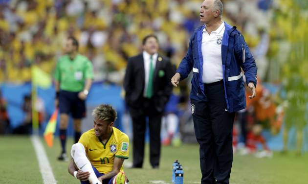 Brazil's coach Luiz Felipe Scolari, right, stands on the touchline with Brazil's Neymar during the group A World Cup soccer match between Brazil and Mexico at the Arena Castelao in Fortaleza, Brazil, Tuesday, June 17, 2014. (AP Photo/Andre Penner)