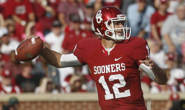 Oklahoma quarterback Landry Jones (12) passes against Baylor in the first quarter of an NCAA college football game in Norman, Okla., Saturday, Nov. 10, 2012. (AP Photo/Sue Ogrocki)