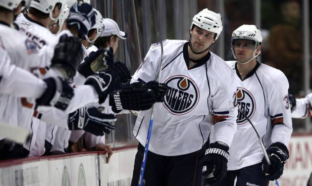 Edmonton Oilers' Dustin Penner, middle, is congratulated by teammates after scoring a goal against the Anaheim Ducks during the second period of an NHL hockey game on Friday March 27, 2009, in Anaheim, Calif. (AP Photo/Jeff Lewis)
