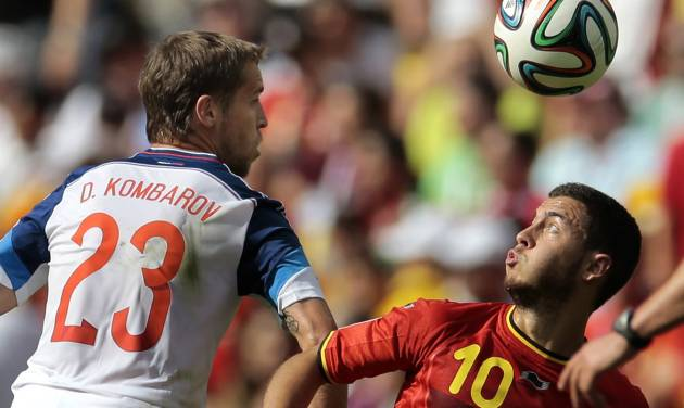 Belgium's Eden Hazard, right, battles for the ball with Russia's Dmitry Kombarov during the group H World Cup soccer match between Belgium and Russia at the Maracana stadium in Rio de Janeiro, Brazil, Sunday, June 22, 2014. (AP Photo/Ivan Sekretarev)
