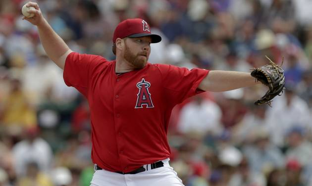 Los Angeles Angels starting pitcher Tommy Hanson throw to the Cleveland Indians during the first inning of a spring training baseball game in Tempe, Ariz., Wednesday, March 20, 2013. (AP Photo/Chris Carlson)