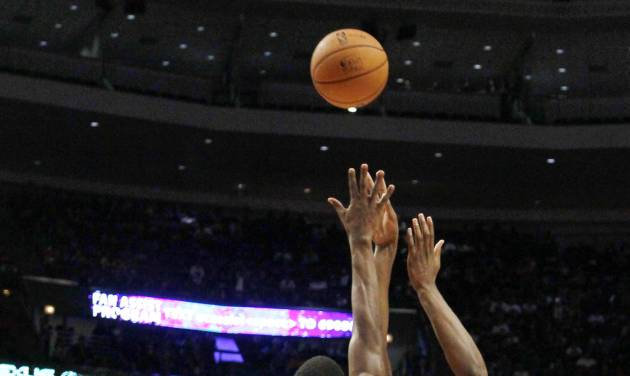 Memphis Grizzlies forward Rudy Gay (22) shoots over Chicago Bulls guard Jimmy Butler (21) during the first half of a preseason NBA basketball game, Tuesday, Oct. 9, 2012, in Chicago. (AP Photo/Charles Rex Arbogast)