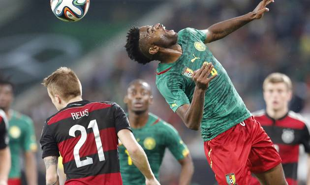 Cameroon's Alexandre Song, right, and Germany's Marco Reus challenge for the ball during a friendly WCup preparation soccer match between Germany and Cameroon in Moenchengladbach, Germany, Sunday, June 1, 2014. (AP Photo/Frank Augstein)