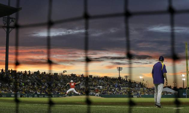 Houston pitcher Jared Robinson (12) pitches as the sun sets in the third inning of an NCAA college baseball regional tournament game against LSU in Baton Rouge, La., Monday, June 2, 2014. (AP Photo/Gerald Herbert)