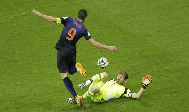 Netherlands' Robin van Persie dribbles Spain's goalkeeper Iker Casillas before scoring during the group B World Cup soccer match between Spain and the Netherlands at the Arena Ponte Nova in Salvador, Brazil, Friday, June 13, 2014.  (AP Photo/Christophe Ena)