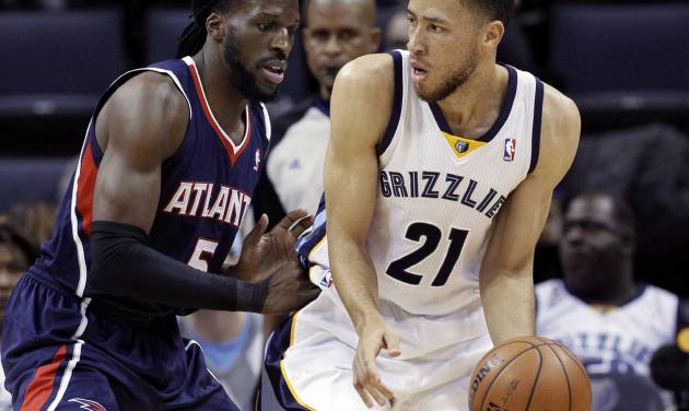 DeMarre Carroll (5) defends against Memphis Grizzlies' Tayshaun Prince (21) the first half of an NBA basketball game in Memphis, Tenn., Sunday, Jan. 12, 2014. (AP Photo/Danny Johnston)