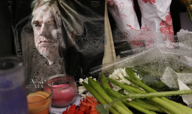 A makeshift memorial is seen, Monday, Feb. 3, 2014, outside the building where the body of actor Philip Seymour Hoffman was found in New York. Hoffman, 46, was found dead Sunday in his apartment. (AP Photo/Seth Wenig)