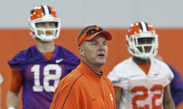 Clemson offensive coordinator Chad Morris, center, leads a drill as quarterback Cole Stoudt (18) and running back D.J. Howard (22) watch during the first day of NCAA college football spring practice for the team, Wednesday, March 5, 2014, in Clemson, S.C. (AP Photo/Anderson Independent-Mail, Mark Crammer) GREENVILLE OUT  SENECA OUT