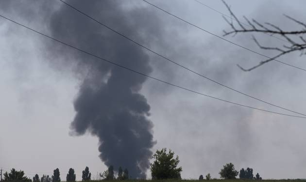 Black smoke rises from a shot down Ukrainian Army helicopter outside Slovyansk, Ukraine, Thursday, May 29, 2014. Rebels in eastern Ukraine shot down a government military helicopter Thursday amid heavy fighting around the eastern city of Slovyansk, killing 14 soldiers including a general, Ukraine's leader said. Acting President Oleksandr Turchynov told the parliament in Kiev that rebels used a portable air defense missile Thursday to down the helicopter and said that a General was among the dead. (AP Photo/Alexander Zemlianichenko)