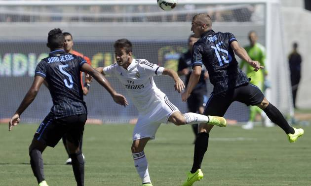 Inter Milan's Nemanja Vidic, right, and Real Madrid's Alvaro Medran, center, jump for the ball during the first half of a soccer match in the first round of the Guinness International Champions Cup, Saturday, July 26, 2014, in Berkeley, Calif. At left is Inter Milan's Juan Jesus. (AP Photo/Ben Margot)