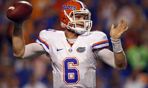 Florida quarterback Jeff Driskel (6) throws to receiver in the fourth quarter of an NCAA college football game against Tennessee on Saturday, Sept. 15, 2012, in Knoxville, Tenn. Florida won 37-20. (AP Photo/Wade Payne)