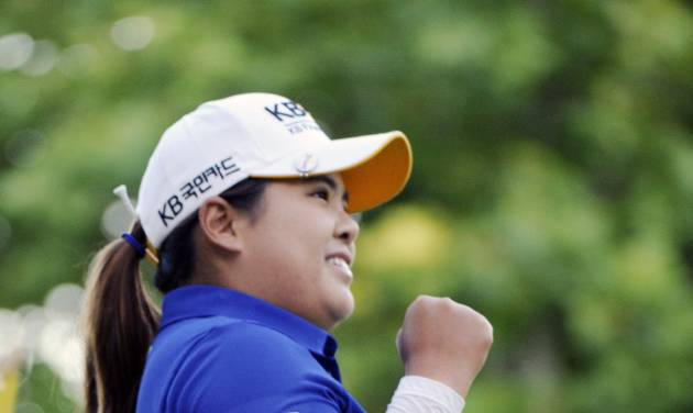 Inbee Park reacts after she pars the 18th hole to win the Wegmans LPGA golf championship in Pittsford, N.Y., Sunday, Aug. 17, 2014. Park successfully defended her title in the LPGA Championship, beating Brittany Lincicome with a par on the first hole of a playoff Sunday to end the United States' major streak at three. (AP Photo/Gary Wiepert)
