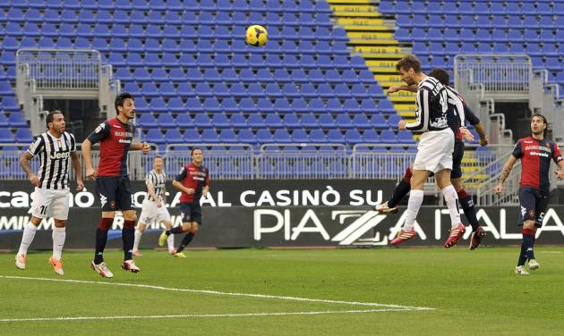 Juventus striker Fernando Lloriente, third left, scores, during a Serie A soccer match between Juventus and Cagliari, in Cagliari, Italy, Sunday, Jan. 12, 2013. (AP Photo/Daniele Badolato, Lapresse)