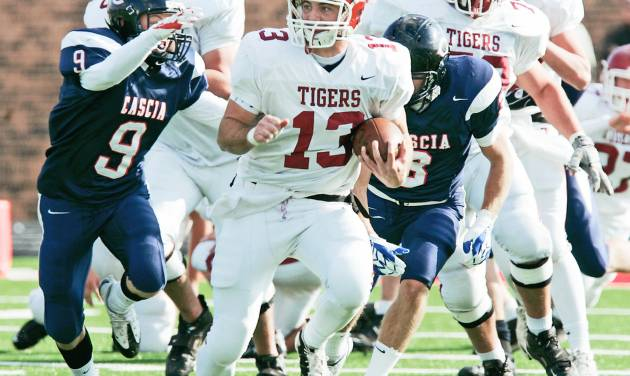 Tuttle's Sterling Koons breaks away from the Cascia Hall defense during Saturday's game. Photo BY STEVE GOOCH, THE OKLAHOMAN