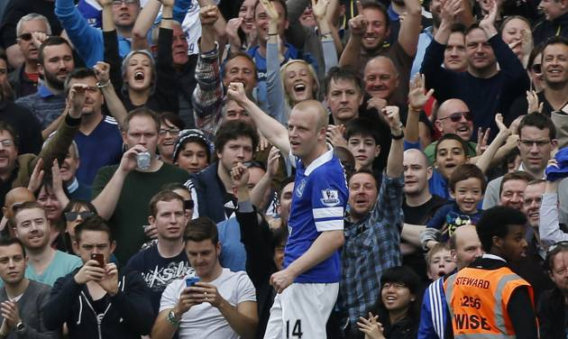 Everton's Steven Naismith celebrates his second goal against Fulham during their English Premier League soccer match at Craven Cottage, London, Sunday, March 30, 2014. (AP Photo/Sang Tan)