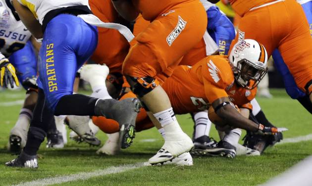 Bowling Green running back John Pettigrew (20) stretches for a touchdown during the second half of the Military Bowl NCAA college football game against San Jose State at RFK Stadium, Thursday, Dec. 27, 2012, in Washington. San Jose State won 29-20. (AP Photo/Alex Brandon)