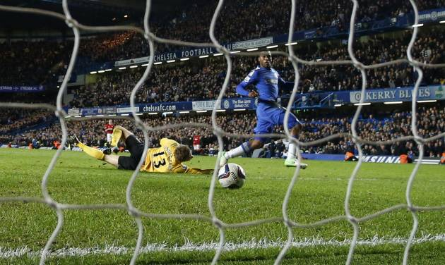 Chelsea's Daniel Sturridge, right, scores during the English League Cup soccer match between Chelsea and Manchester United at Stamford Bridge Stadium in London Wednesday, Oct. 31, 2012. (AP Photo/Matt Dunham)