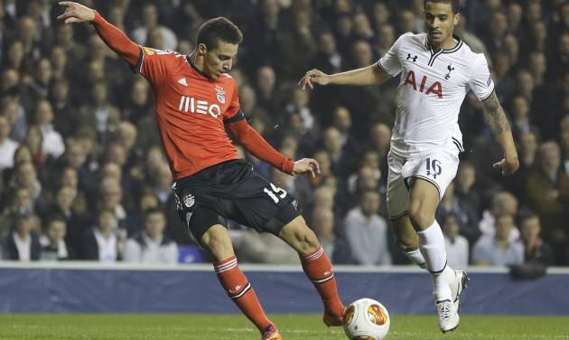 Benfica's Rodrigo, left, scores a goal past Tottenham's Kyle Naughton, right, during the Europa League round of 16 first leg soccer match between Tottenham Hotspur and SL Benfica at White Hart Lane stadium in London Thursday, March 13, 2014. (AP Photo/Kirsty Wigglesworth)