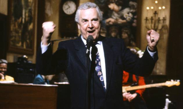 "This March 14, 1992 photo provided by NBC shows announcer Don Pardo on the set of ""Saturday Night Live.""  Pardo, the durable television and radio announcer whose resonant voice-over style was widely imitated and became the standard in the field, died Monday, Aug. 18, 2014 in Arizona at the age of 96. (AP Photo/NBC, Al Levine)"