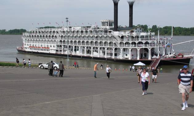 In this April 30, 2012 photo, passengers disembark the American Queen steamboat in Henderson, Ky. The American Queen is the largest steamboat in the world, carrying 436 passengers. The 418-foot-long vessel is taking tourists on long-distance trips on the Mississippi for the first time since 2008, when its previous owner ceased operations. (AP Photo/Adrian Sainz)