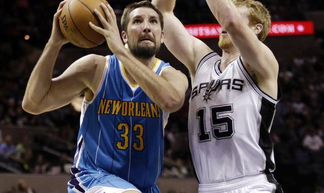 New Orleans Hornets' Ryan Anderson (33) drives past San Antonio Spurs' Matt Bonner (15) during the first quarter of an NBA basketball game, Wednesday, Jan. 23, 2013, in San Antonio. (AP Photo/Eric Gay)