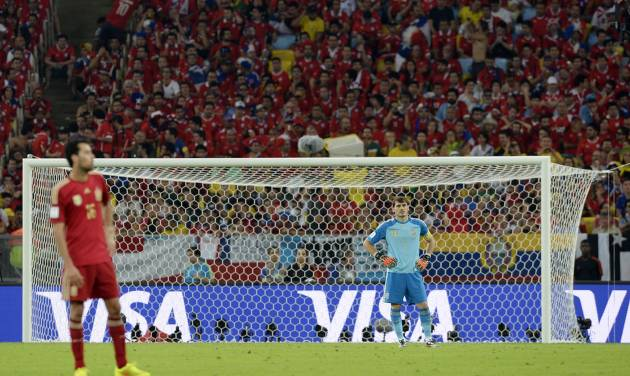 Spain's goalkeeper Iker Casillas stands in his goal mouth during the group B World Cup soccer match between Spain and Chile at the Maracana Stadium in Rio de Janeiro, Brazil, Wednesday, June 18, 2014.  (AP Photo/Manu Fernandez)