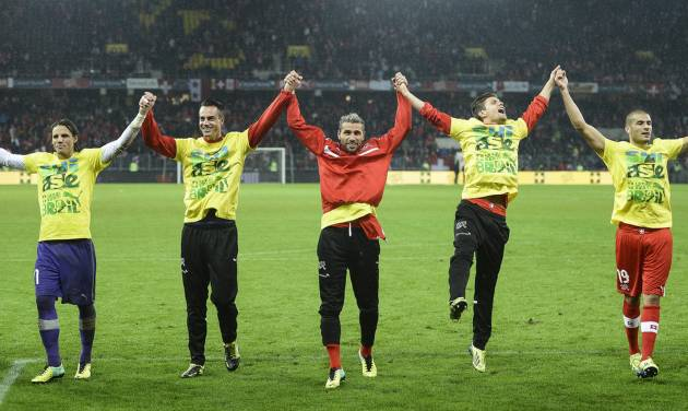 Switzerland's national soccer team, celebrates after winning the FIFA World Cup 2014 group E qualifying soccer match between Switzerland and Slovenia at the Stade de Suisse stadium in Bern, Switzerland, Tuesday, October 15, 2013. (AP Photo/Keystone/Jean-Christophe Bott)