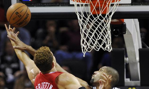 San Antonio Spurs' Tim Duncan, right, defends against Los Angeles Clippers' Blake Griffin during the first half of an NBA basketball game, Monday, Nov. 19, 2012, in San Antonio. (AP Photo/Darren Abate)
