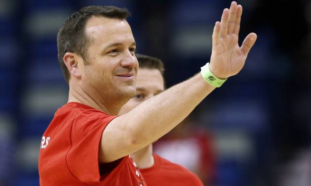 Louisville head coach Jeff Walz waves during practice at the Women's Final Four of the NCAA college basketball tournament, Saturday, April 6, 2013, in New Orleans. Louisville plays California in a semifinal game on Sunday. (AP Photo/Dave Martin)