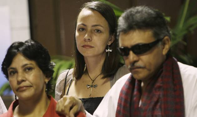 Dutch rebel Tanja Nijmeijer, from the Revolutionary Armed Forces of Colombia, or FARC, center, arrives with Jesus Santrich, right, for peace talks with negotiators from Colombia's government in Havana, Cuba, Saturday, Jan. 19, 2013.  Nijmeijer, 34, is a middle-class child of the Netherlands who for the past decade has been mixed up in a Latin American revolution as a jungle fighter, at least once narrowly escaping death in a military bombardment.  (AP Photo/Ismael Francisco, Cubadebate)