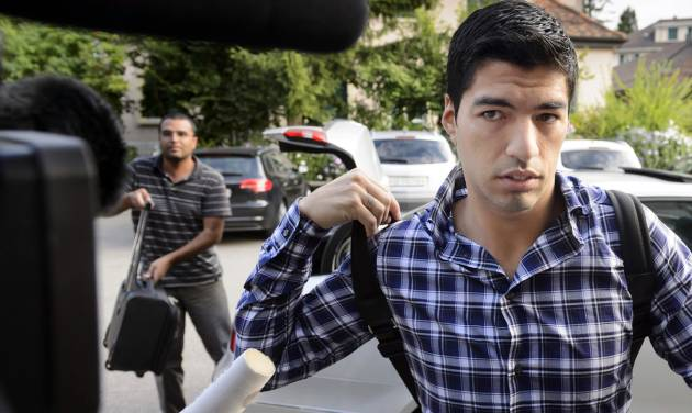 Uruguay's soccer player Luis Suarez arrives for a hearing at the international Court of Arbitration for Sports, CAS, in Lausanne, Switzerland, Friday, Aug. 8, 2014. Suarez appeals to the CAS against the four-month ban imposed by FIFA on the Uruguay striker. Suarez was banned for biting Italy's Giorgio Chiellini at the Brazil 2014 World Cup. (AP Photo/Keystone, Laurent Gillieron)