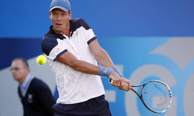 Czech Tomas Berdych in action against Australian James Duckworth at the Queen's Club grass-court tournament in  London Tuesday June 10, 2014. (AP Photo / Jonathan Brady, PA) UNITED KINGDOM OUT - NO SALES - NO ARCHIVE