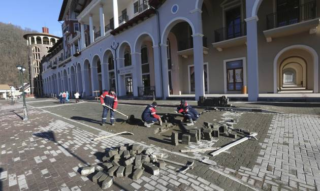 Construction work continues apace outside the Gorki Plaza East hotel in Krasnaya Polyana, Russia Sunday, Feb. 2, 2014. The IOC is urging Russian Olympic organizers to move quickly to resolve the issue of accommodations that are not ready for accredited media personnel in the mountains outside Sochi. According to the 2014 Sochi Winter Olympic organizing committee, only six of the nine media hotels in the mountain area are fully operational. (AP Photo/Luca Bruno)