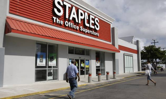 FILE - A Staples office supply store is photographed in this Nov. 15, 2011 file photo taken in Miami. The office products company also announced Wednesday March 6, 2013 that it is increasing its quarterly dividend by 9 percent.  (AP Photo/ Lynne Sladky, File)