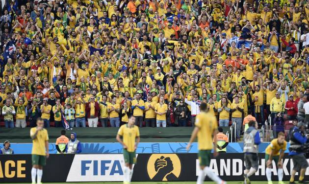 Australian fans greet their players after the group B World Cup soccer match between Australia and the Netherlands at the Estadio Beira-Rio in Porto Alegre, Brazil, Wednesday, June 18, 2014.  The Netherlands won the match 3-2.    (AP Photo/Martin Meissner)