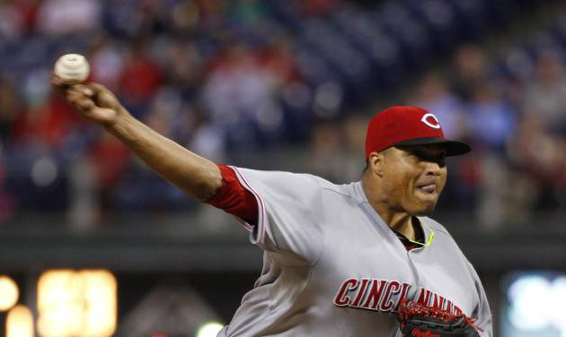 Cincinnati Reds' starting pitcher Alfredo Simon pitches during the fourth inning of a baseball game against the Philadelphia Phillies, Friday, May 16, 2014, in Philadelphia. (AP Photo/Chris Szagola)