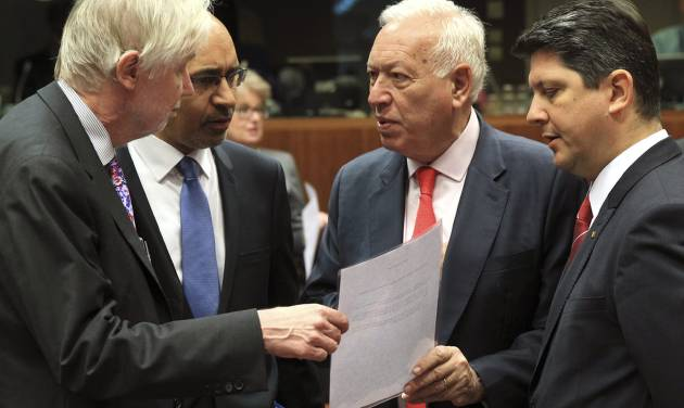 Spain's Foreign Minister Jose Manuel Garcia-Margallo y Marfil, second right, talks with Finland's Foreign Minister Erkki Sakari Tuomioja, left, French Secretary of State for European Affairs Harlem Desir, second left, and Romania's Foreign Minister Titus Corlatean during an EU foreign ministers meeting at the European Council building in Brussels Monday, May 12, 2014. EU foreign ministers discuss the situation in Ukraine. (AP Photo/Yves Logghe)