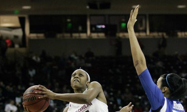 South Carolina's Tiffany Mithchell (25) drives for the basket as Kentucky's Linnae Harper (15) and Azia Bishop (50) tries to block during the first half of their NCAA college basketball game, Thursday Jan. 9, 2014, in Columbia, S.C. (AP Photo/Mary Ann Chastain)