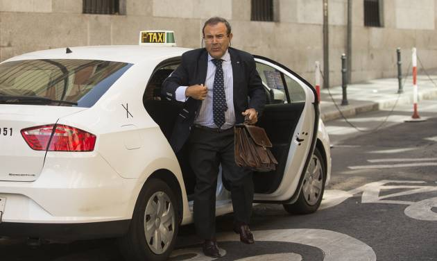 Ashya King parents's lawyer, Juan Isidro Fernandez Diaz, arrives at the National court in Madrid, Spain, Monday, Sept. 1, 2014.  A critically-ill 5-year-old boy driven to Spain by his parents, Brett and Naghemeh, against doctors' advice is receiving medical treatment for a brain tumor in a Spanish hospital as his parents await extradition to Britain, police said Sunday. Officers received a phone call late Saturday from a hotel east of Malaga advising that a vehicle fitting the description circulated by police was on its premises. Both parents were arrested and the boy, Ashya King, was taken to a hospital, a Spanish police spokesman said. (AP Photo/Andres Kudacki)